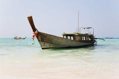 Thailändsk fartygkryssning på kusten av ön Royaltyfria Foton
