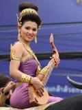 Thailändsk flicka med den nordliga stilklänningen Arkivfoto