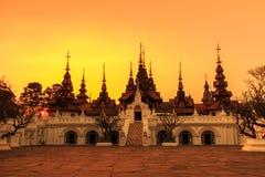 Thailändsk forntida stilbyggnad Royaltyfri Fotografi