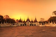 Thailändsk forntida stilbyggnad Arkivbilder