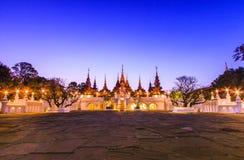 Thailändsk forntida stilbyggnad Arkivfoton