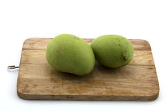 Thailändsk fruktmango på att hugga av Wood konfektions- matpapayasallad Arkivfoton