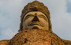 Thailändsk gammal Buddhastaty Royaltyfria Foton