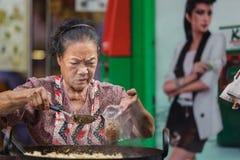 Thailändsk gatamatsäljare Arkivbilder