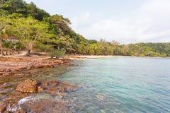 Thailändsk härlig strand och sjösida arkivbild