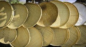 Thailändsk handgjord bambu som tröskar korgen Royaltyfri Fotografi