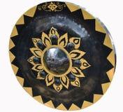 Thailändsk infödd gong Forntida gong i Thailand vitbakgrund Royaltyfria Bilder