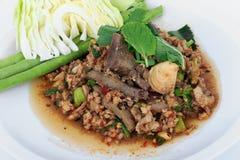 Thailändsk jordgrisköttsallad, kryddig finhackad griskött- och grisköttleversallad (Larb Mu) Royaltyfria Bilder