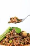 Thailändsk jordgrisköttsallad, kryddig finhackad griskött- och grisköttleversallad (Larb Mu) Arkivbilder