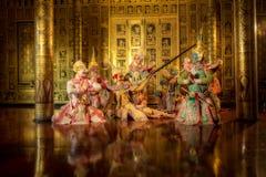 THAILÄNDSK KHON den maskerade thailändska Ramayana för den traditionella dansen berättelsen är p royaltyfri foto