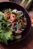 Thailändsk kokkonst`-Yum Gai Tod `, arkivbild