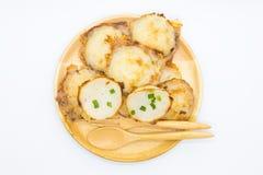 Thailändsk kokosnötpudding på trämaträtt royaltyfri fotografi