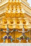 Thailändsk konst i Wat Phra Kaew Arkivfoto