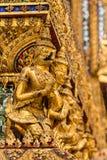 Thailändsk konststil för stuckatur i den storslagna slotten Thailand Royaltyfri Bild