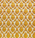 Thailändsk konsttextur på den vita tempelväggen Fotografering för Bildbyråer