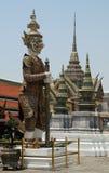 Thailändsk krigarestaty på den storslagna slotten Bangkok, Thailand Fotografering för Bildbyråer