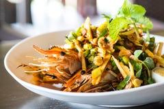 Thailändsk kryddig räkasallad Arkivfoto