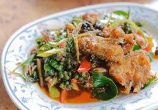 Thailändsk kryddig stekt fisk Arkivbild