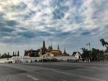 Thailändsk kunglig slott i morgonen Royaltyfria Bilder