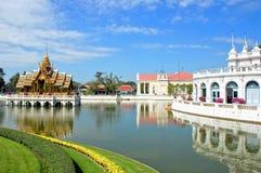 Thailändsk kunglig uppehåll på smällen PA-i Royal Palace som är bekant som sommarslotten Lokaliserat i det Ayutthaya landskapet,  arkivfoto