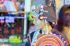 Thailändsk kvinna i nationell dräkt Arkivfoto