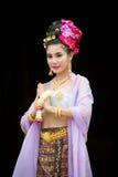 Thailändsk kvinna i traditionell dräkt av Thailand Arkivbild