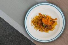 Thailändsk kylig spagetti med den stekte carben Fotografering för Bildbyråer