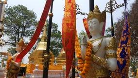 Thailändsk Lanna ängelstaty på Phra som gör I Tung, ChiamgRai fotografering för bildbyråer