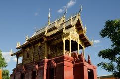 Thailändsk Lanna Hariphunchai tempel Royaltyfria Bilder