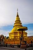 Thailändsk Lanna Hariphunchai tempel Royaltyfri Bild