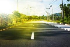 Thailändsk linje mitt för markering för väg för ruttlandskapbil royaltyfri bild