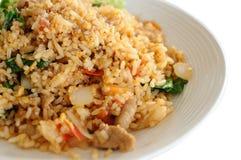 Thailändsk lokal mat, griskött stekte ris. Arkivbild