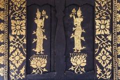 Thailändsk målning på kyrkas dörr Royaltyfria Foton
