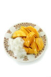 Thailändsk mango med klibbiga ris Arkivbilder