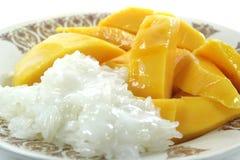 Thailändsk mango med klibbiga ris Fotografering för Bildbyråer