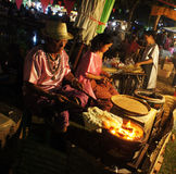 Thailändsk marknad för mat för turismfestival 2015 sväva Royaltyfri Foto