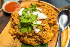 Thailändsk mat: Extra fluffigt stekt ägg med krabbakött, thailändsk stil Royaltyfri Fotografi