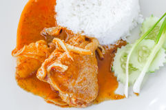 Thailändsk mat, feg massamancurry med ris Royaltyfria Bilder