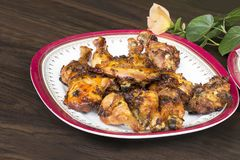 Thailändsk mat och traditionell meny Stekhöna med maträtten arkivfoton