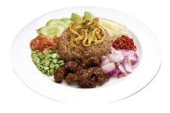 Thailändsk mat - ris som kryddas med räkadegrecept - bild arkivfoton