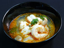 Thailändsk mat, tom yum goong Arkivfoto