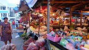 Thailändsk matmarknad i morgonen Fotografering för Bildbyråer