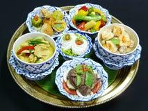 Thailändsk matuppsättningmeny arkivfoton