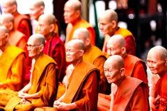 Thailändsk munk Amulet på Sale Arkivfoton