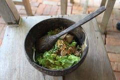 Thailändsk nudel i maträtten som göras från kokosnöten Arkivfoto