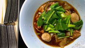 Thailändsk nudelsoppa med nötkött Arkivfoton