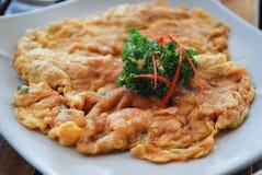 Thailändsk omelett som fylls med finhackad pork Royaltyfri Foto
