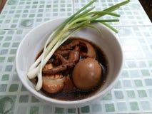 Thailändsk 'Paloa' för mat höna arkivfoton