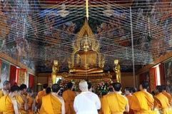 Thailändsk prästvigningceremoni Arkivbilder