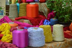 Thailändsk rulle för siden- garn Arkivfoto